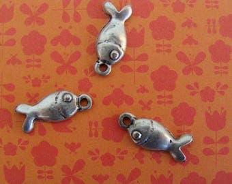 3 charms silver metal fish long 15mm