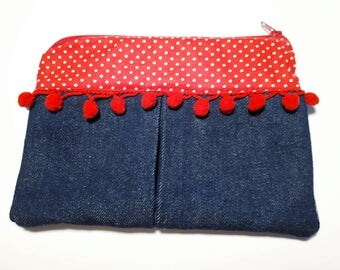 Special home with class! Kit of denim and dots red and especially with the pom poms for back to school very girly.