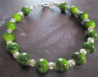 Green jade cracked glass beads bracelet