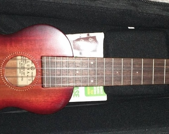 Luna 4-string guitar 1920