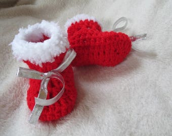 Booties 0-3 months crochet red and white wool with Ribbon