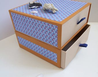 Mini box with drawers to store her treasures