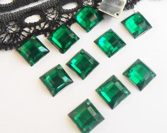 A rhinestones sew green square 8 x 8 mm 10 RHINESTONE resin (V18)