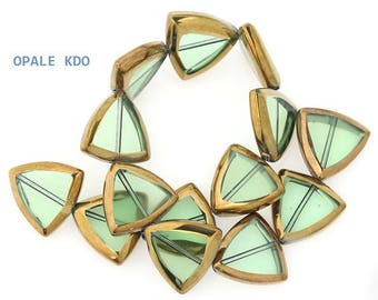 Set of 6 beads form Triangle green Transparent glass beads