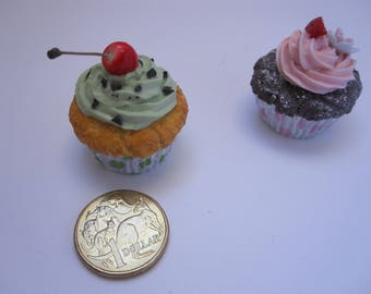 2 x mini cupcake fridge magnets (set)