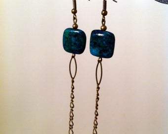 Dangling earrings with green squares