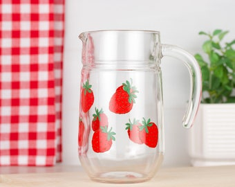 ARC France juice or water decorated with strawberries