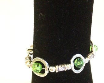 Bracelet with green cracked beads