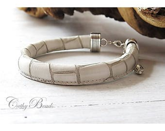 White Leather Bracelet, tortoiseshell finish