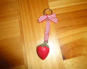 Keyring with a strawberry