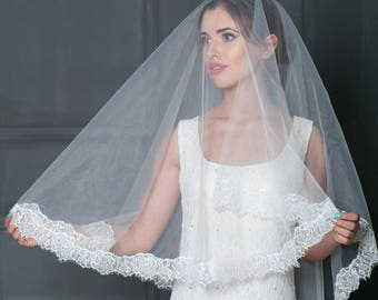 Lace bridal veil, Mantilla lace ivory veil, Veil in Spanish style, Ivory fingertip veil, Cathedral veil, Blush veil, White lace veil.