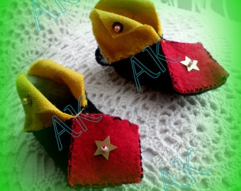 Set of 2 pairs of baby booties Christmas Elves