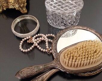 Vintage - Brush and Mirror Set