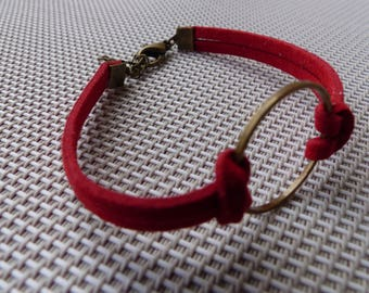 Bronze bracelet in red suede with a key ring