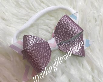 Crisscross bow tie