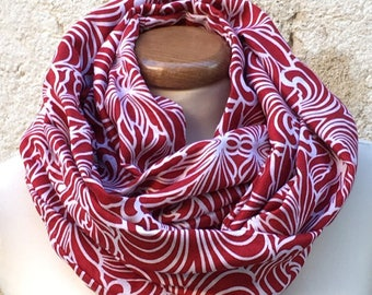 Collar snood red and white patterns