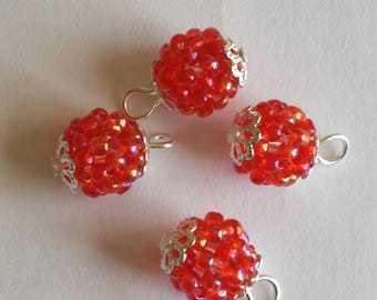 4 pendants (2mm) seed beads transparent red