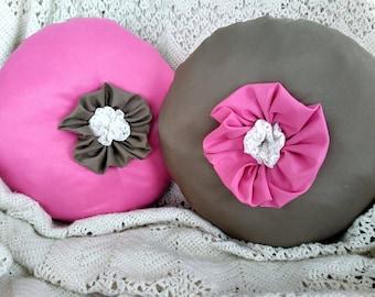 Set of 2 Round Pillows