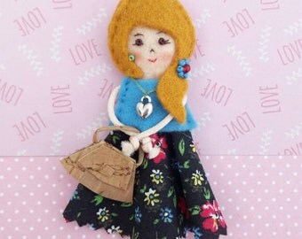 Fabric brooch doll, miniature doll, pioneer school gift, convention gifts, teacher gift, kindergarten gift, mother gift, felt doll pin