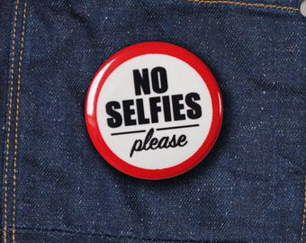 "Push Button | 25mm | ""No selfies Please"""