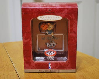 1998 Hallmark Keepsake Ornament NBA Collection Detroit Pistons Mouse w/ Backboard and rim - MIB Never out of box!!