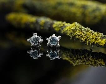 Silver stud earrings - Stone stud earrings - Contemporary earrings - Organic shape earrings - Bubble earrings