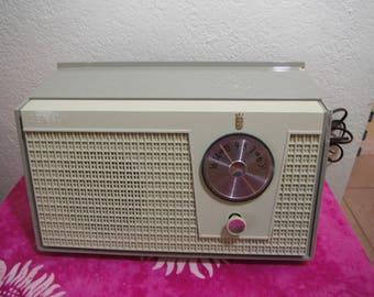 Vintage Zennith Advocato Green Color AM Tube Radio Very Retro and Good Condition