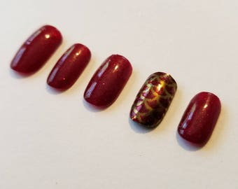 Subtle Red Sparkle and Gold Chrome Accent Nail False Nails