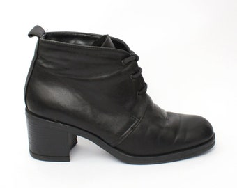 EU 39 - Black leather ankle boots womens size UK 6 / US 8,5 - 1990s vintage shoes for women - 90s black block heel boots gothic laced boots