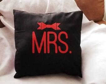 MRS. BOW PILLOW