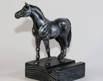 Stand for a smartphone «Horse»