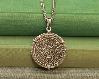 5105 Tibetan Tangka Mantra Necklace