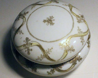 Porcelain bowl with lid