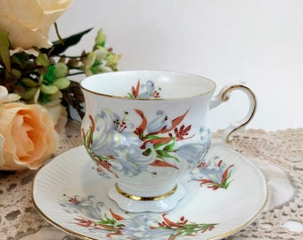 Vintage ELIZABETHAN England Teacup and Saucer Set Canadian Provincial Flowers Bone China Retro gold trim