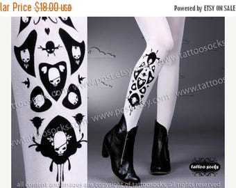 ON SALE/// sexy SKULLS and Hearts Tattoo thigh-high socks white