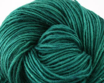 Valkill Hand Dyed DK weight NYS Wool 252yds/ 230m ~4oz/113g Emerald