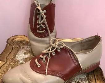 1960s shoes saddle shoes leather shoes brown shoes size 8 1/2 vintage shoes school girl shoes 1950s shoes