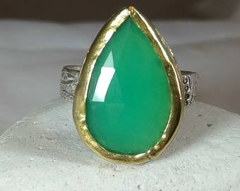 Chrysoprase  Ring, solitaire Ring, 22 karat yellow gold and detailed  silver  ring,  statement ring