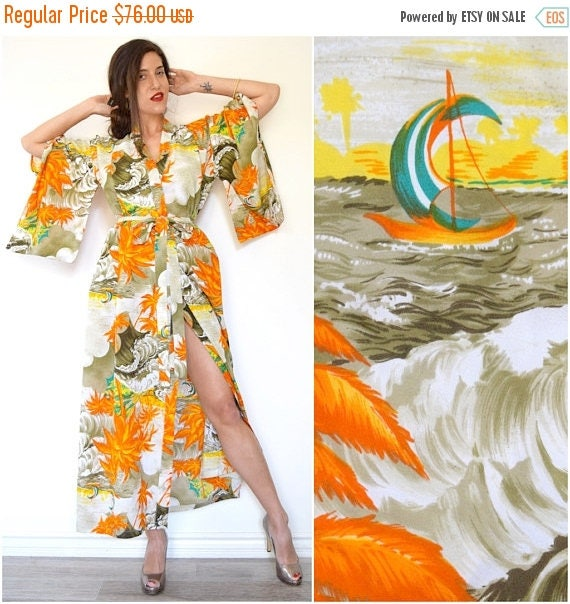 SUMMER SALE / 20% off Vintage 60s 70s Hawaiian Print Kimono Sleeve Floor Length Robe