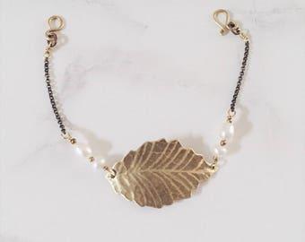 Ash leaf bracelet, brass & freshwater pearls, Leaf-Life collection, elegant gold and white bracelet, bride jewelry