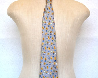 Beautiful SALVATORE FERRAGAMO Vintage Designer SilK TIE in Rich Gray with Gold and blue. Made in Italy