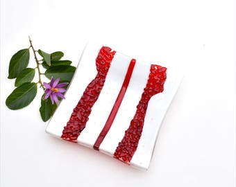 Fused glass art plate, with transparent red and white