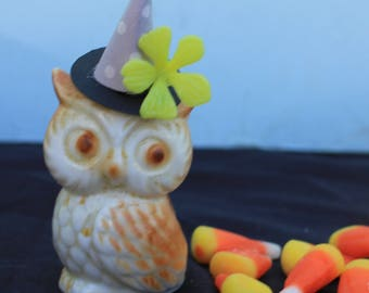 Vintage Style Halloween - Ceramic Owl Figure with Witch Hat. Yellow Flower