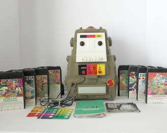 2-XL 2XL Robot Toy Vintage Talking Question Answer Guiz Game w/ 8 Track Tapes