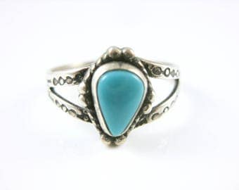 Size 8 Vintage Southwestern Sterling Silver Turquoise Ring