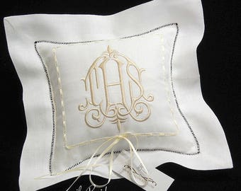 Personalized Ring Pillow, Ring Bearer Pillow in Irish Linen, Wedding Ring Cushion, Monogrammed Ring Pillow, Style 6151