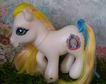 My Little Pony: Alice in Wonderland (White)