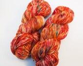 VENTE!! Moucheté - Agate Rouge - teint mérinos Superwash laine à chaussette (coloris expérimentale)