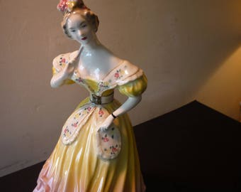 Lady with Fan Yellow Antebellum Figurine Ceramic - Princess Dress - MINT condition - Goldscheider Everlast Corp Fine China 846 99 1940s USA