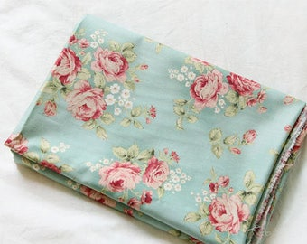 Lovely Roses on Mint Cotton, U364